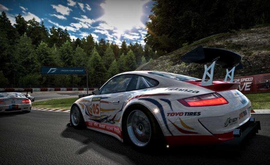 Neue Screenshots zu NfS: Shift zeigen den Porsche 911 GT3 RSR in Aktion.