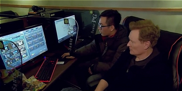 Conan zu Besuch in Korea: Der Late-Night-Host spielt Starcraft in einem Gaming-Café.